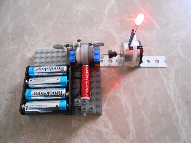 Generator experiments simple electric motors for Simple electric motor science project